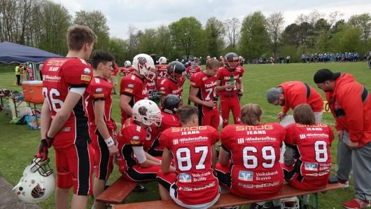 Die Junior Lions U16 bei einer Teambesprechung.