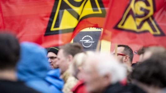1. Mai-Kundgebung der IG Metall am offenbar bedrohten Opel-Standort Eisenach.