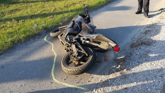 Der Fahrer des Motorrads musste mit einem Rettungshubschrauber ins Krankenhaus gebracht werden.