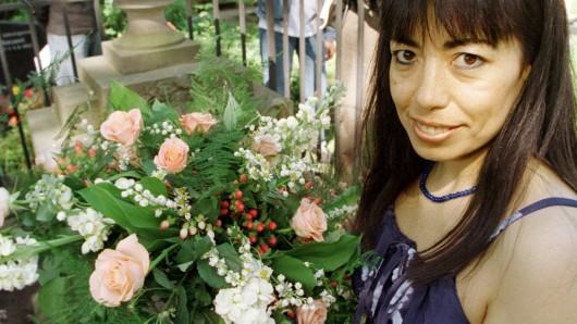 Jedes Jahr sucht die Stadt Verden eine freiwillige Braut, die Blumen auf das grab legt (Archivbild).