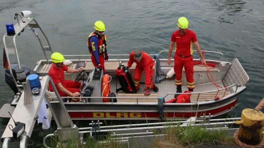 Die Einsatzkräfte suchten gemeinsam mit der DLRG nach dem Vermissten.