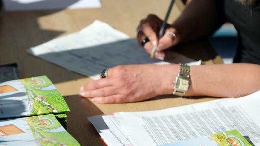 Die AfD will arbeiten auch werten lassen, wenn 50 Prozent der Schüler durchfallen (Symbolbild).