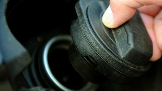 Unbekannte haben den Diesel aus einem Lkw in der Gutenbergstraße gestohlen (Symbolbild).