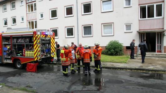 Aus beiden Aufgängen dieses Mehrfamilienblocks an der Beethovenstraße in Salzgitter-Bad drang der dichte Rauch.