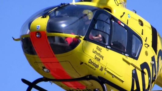 Der Hubschrauber brachte den Verletzten in eine Klinik (Symbolbild).