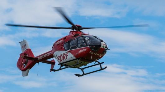 Am Montagmorgen brachte ein Rettungshubschrauber den schwer verletzten Mann in eine Göttinger Klinik. Sehr wahrscheinlich handelt es sich um den Autodieb. (Symbolbild)