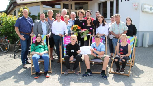 Mitarbeiter des Jugendhauses X-trem, Jugendliche und Ortsbezirksrat freuen sich auf eine gute Zeit.