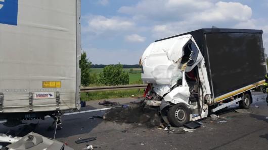 Die A2 ist nach dem zweiten tödlichen Unfall des heutigen Donnerstags weiter voll gesperrt.