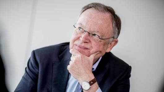 Für ihn geht's heute hoch hinaus: Stephan Weil (SPD) ist zu Besuch im Oberharz. (Archivbild)