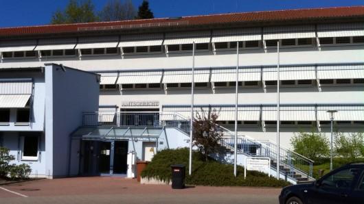 Das Amtsgericht Tecklenburg: Hier trafen Emine A. und Anton B. am Montagmorgen in einem Sorgerechtsstreit aufeinander. Wenige Stunden später war die 30-Jährige tot - mutmaßlich von ihrem Ex-Lebensgefährten erschossen.