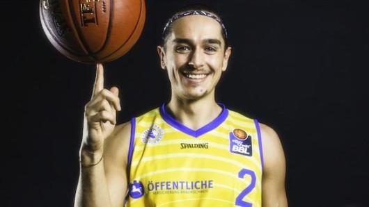 Er bleibt ein Löwe: Dennis Nawrocki hat seinen Vertrag bei den Braunschweiger Basketball Löwen verlängert.