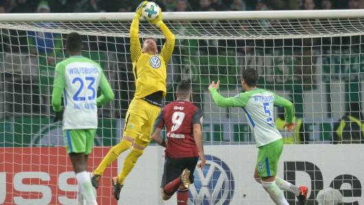Max Grün bei seinem einzigen Spieleinsatz in der abgelaufenen Saison für den VfL: Im Pokalspiel beim 1. FC Nürnberg im Dezember 2017 stand er zwischen den Pfosten. Grün hielt den Kasten sauber, die Wolfsburger gewannen mit 2:0.