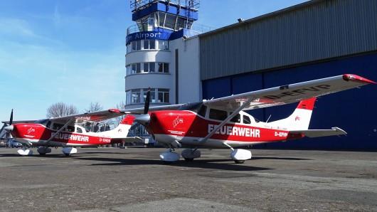 Die beiden Flugzeuge des Feuerwehr-Flugdienstes sind seit mehr als einer Woche im Einsatz über Niedersachsen.