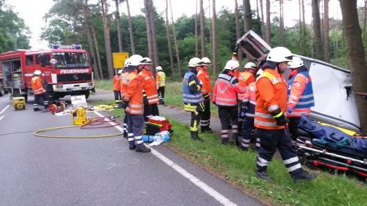 Den Wehren aus Ettenbüttel, Müden-Dieckhorst und Meinersen war ein schwerer Verkehrsunfall mit mehreren eingeklemmten Personen auf der B188 gemeldet worden.
