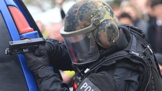 Spezialkräfte der Polizei waren bei dem Einsatz am Alten Markt in Magdeburg beteiligt (Archivfoto).
