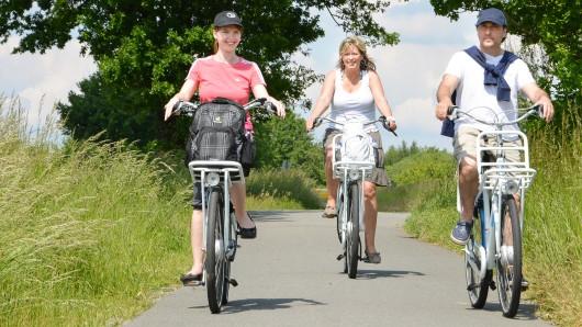 Radfahrer können Wolfsburg auf ganz besondere Art und Weise erkunden (Symbolbild).