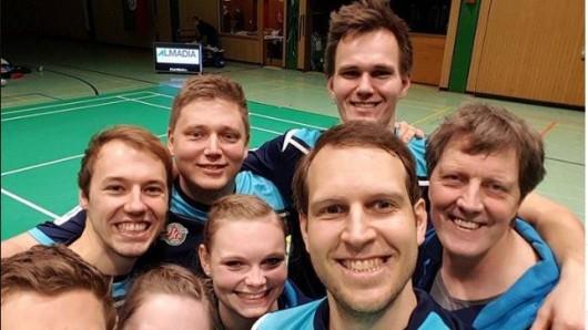 Das Bundesliga-Team (v.l.): Lucas Gredner, Niklas König, Nadine Cordes, Daniel Porath, Laura Gredner, Sven Eric Kastens, Frank Juchim und Trainer Heiner Brandes.