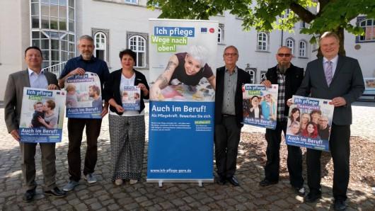 Oliver Syring (v.l.), Torsten Haf, Marion Moring, Reiner Zabel, Torsten Küster und Rolf Amelsberg pflegen gern - vor allem die neue Imagekampagne im Landkreis Gifhorn.