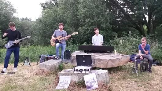 Die Band Crossing Blue hat dem historischen Querumer Borwall Leben eingehaucht.