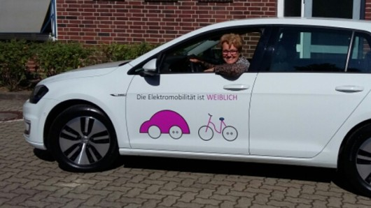 Elektromobilität ist weiblich - findet zumindest Sonja Machledt-Michael, wissenschaftliche Mitarbeiterin beim Projekt.