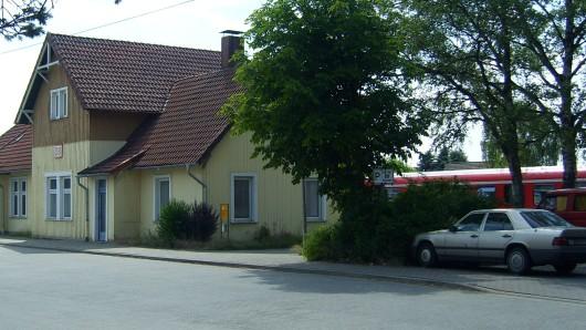 Der Bahnhof in Wittingen: Zwischen den Stadtteilen Glüsingen und Eutzen hat ein Zug ein Auto erfasst (Symbolbild).