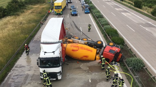 Auf der A2 bei Magdeburg hat ein umgekippter Betonmischer am Mittwoch für erhebliche Behinderungen gesorgt.