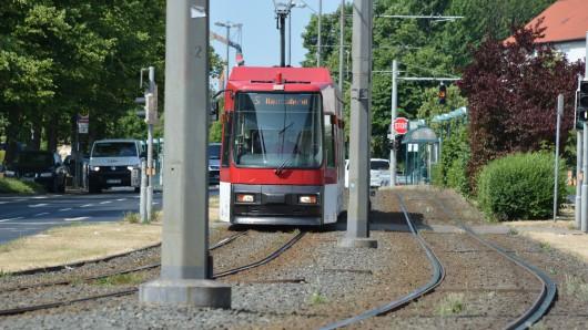 Die Schienen der Linien 3 und 5 in der Luisenstraße werden saniert. (Archivbild)