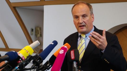 Klaus Ziehe, Sprecher der Staatsanwaltschaft Braunschweig, erläutert die Höhe des gegen VW verhängten Bußgeldes.