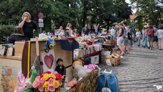 Welche Kulturschätze Braunschweiger Bücherregale, Keller und Dachböden bieten, war am Samstagnachmittag in der Herzogin-Elisabeth-Straße zu bestaunen - beim diesjährigen Kulturflohmarkt im Östlichen.