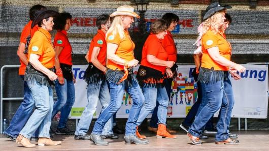 Die Lupus Line Dancer sorgten für einen schwungvollen Start in den Tag der Begegnung.