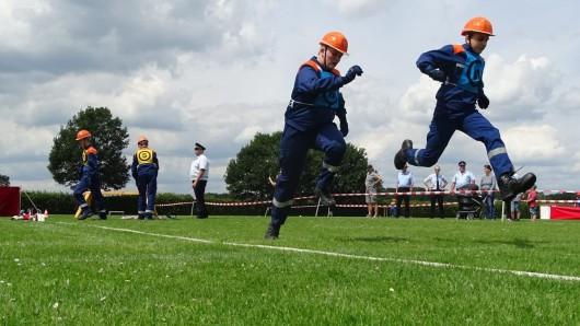 Die Teilnehmer mussten nicht nur solides Feuerwehrwissen an den Tag legen - sondern auch sportliche Fähigkeiten.