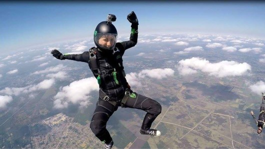 Cora Lina springt gerne aus Flugzeugen...