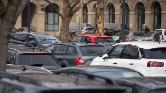 Greenpeace setzt mit der Aktion heute ein Zeichen gegen Parkplätze.