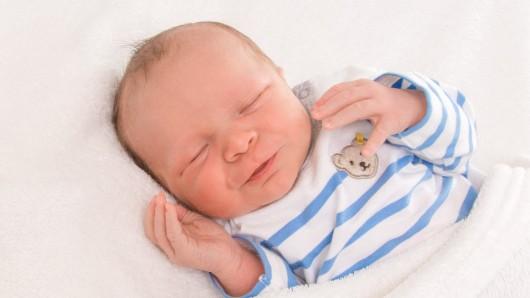 Henry Patrice Hanuschk wurde am 12. Juni um 12:20 Uhr in der Frauenklinik am Standort Celler Straße geboren.  Er ist 55 cm lang und wiegt 3805 Gramm. Seine Eltern sind Bérénice Curland und Steve Hanuschk.