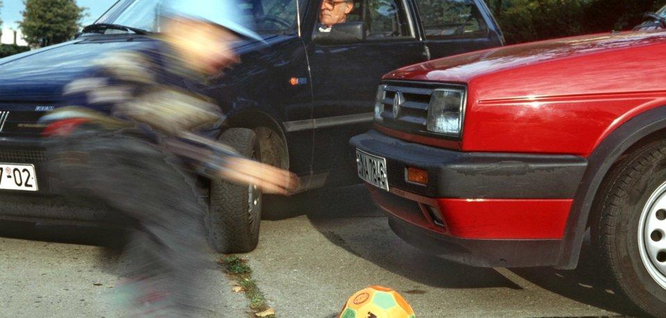 Der Junge wurde bei dem Unfall leicht verletzt (Symbolbild).