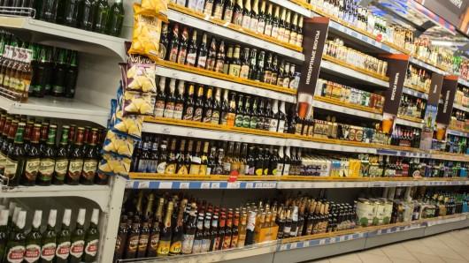 Diebe haben versucht, eine Menge Alkohol aus einem Supermarkt zu klauen. (Symbolbild).