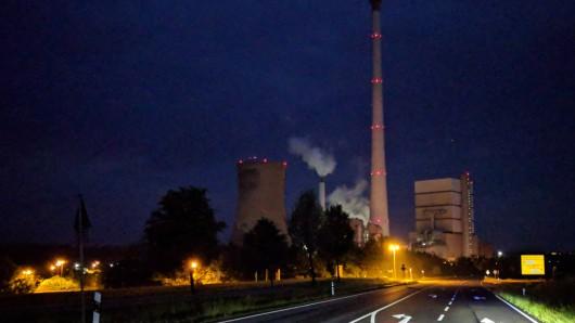 Das Braunkohlekraftwerk Buschhaus zwischen Helmstedt und Schöningen wird nur noch als Reserve vorgehalten; voraussichtlich 2020 wird es dann ganz stillgelegt.