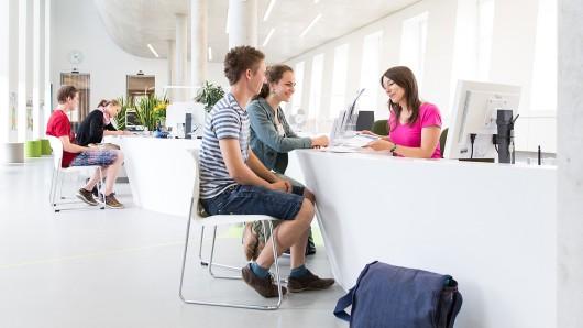 Zum Bewerbungsendspurt sicher gehen: Studieninteressierte können im Studienservice-Center ihre Bewerbungen persönlich abgeben und prüfen lassen.