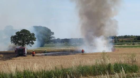 Ein Acker hatte Feuer gefangen.