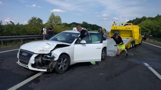 Wegen des Crashs war die Autobahn kurzzeitig voll gesperrt.
