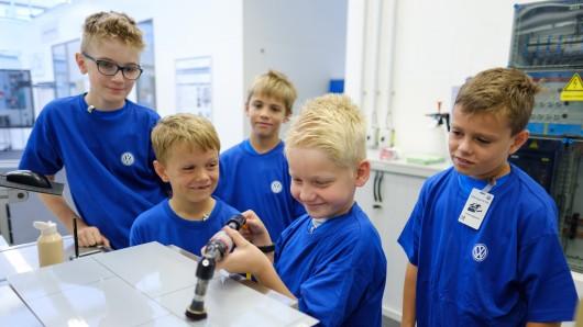 Auf Hochglanz poliert: Die Kids hatten in der Kinderferienbetreuung bei VW ihren Spaß.