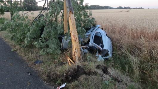 Das Auto wurde in zwei Teile gerissen.