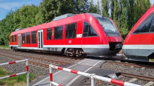 Im Harz offenbar ein Bild mit Seltenheitscharakter: ein Regionalzug der Deutschen Bahn. Massenhaft haben sich Lokführer krank gemeldet (Symbolbild).