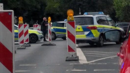 Mehrere Streifenwagen waren bei der Verfolgung und anschließenden Fahrzeugkontrolle im Bereich Frankfurter Straße/Cyriaksring im Einsatz.