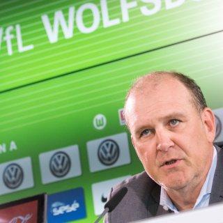 Sport-Geschäftsführer Jörg Schmadtke wünscht sich mehr Selbstbewusstsein vom Vfl Wolfsburg (Archivbild).
