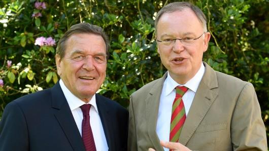 Gerhard Schröder sieht Stephan Weil als Kanzleranwärter.