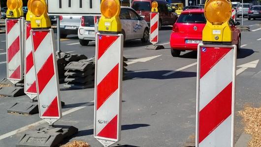 Die Verkehrsführung in der Woltofer Straße in Peine wird sich in den kommenden Tagen wieder verändern (Symbolbild).