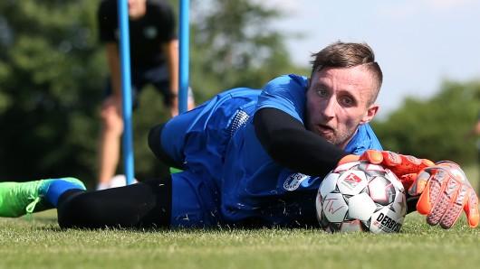 Der bisherige Löwen-Schlussmann Jasmin Fejzic beim Trainingsauftakt seiner neuen Mannschaft 1. FC Magdeburg.