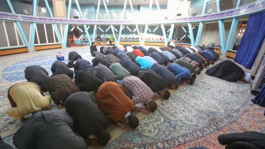 Der muslimische Verband Schura will die gesellschaftliche Arbeit in Moscheen verstärken. (Symbolbild)