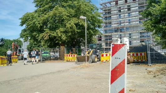 Auf dem Alsterplatz selbst haben die Arbeiten zur Neugestaltung begonnen.